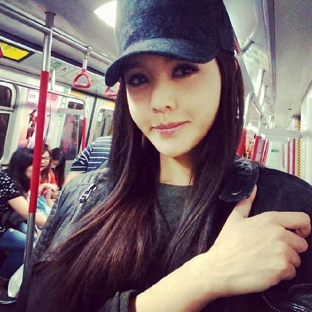 官恩娜搭地鐵