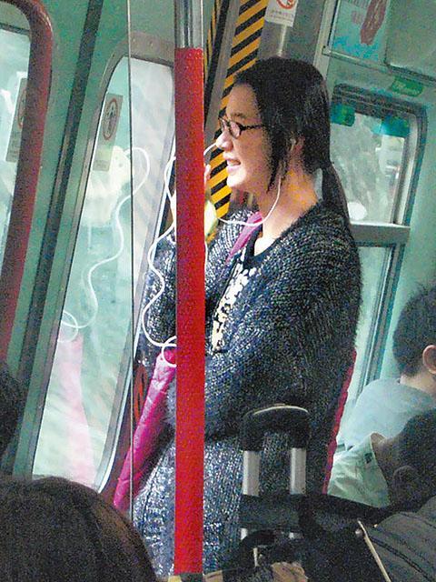 黃翠如搭港鐵