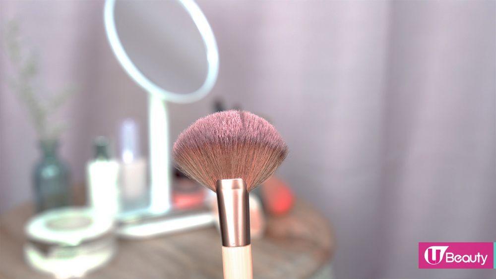 2. 最好每次使用完粉撲及化妝掃,都也要洗乾淨,隨後晾起讓它們自然乾透。