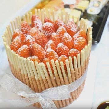 懶人必學海綿蛋糕裝飾法!極速「自製」超美士多啤梨蛋糕