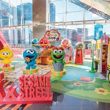 15呎巨型Elmo登場!九龍灣全新芝麻街遊樂園