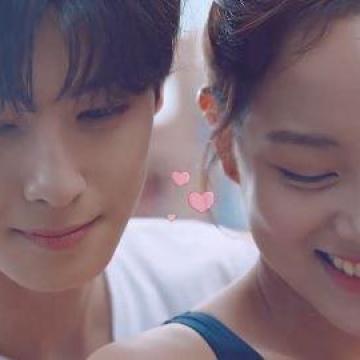 二人令人心動的邂逅!韓國水上樂園廣告