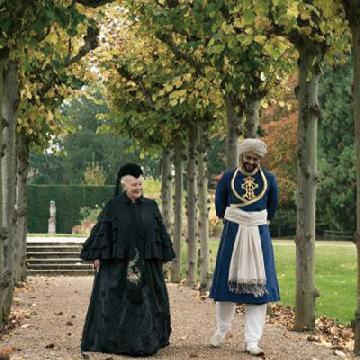 發展友誼無疆界!晚年英女王遇上年輕印度侍從