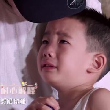 寶寶哭著不捨爸爸離開!小小春努力說中文 堅強安慰失落嗯哼