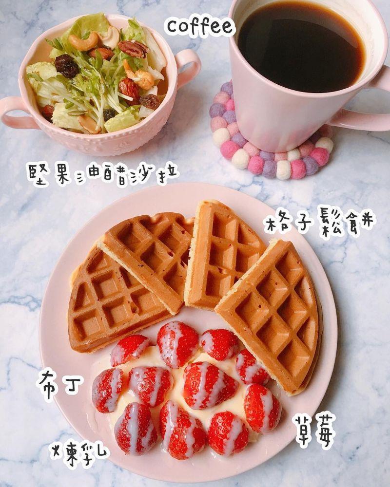 草莓布丁煉奶格子鬆餅