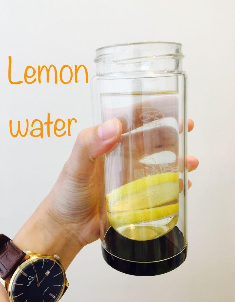 3. 飲用檸檬水:梁醫師經常在自己BLOG上提到檸檬水,基本上,檸檬水含有天然的抗氧化劑,可以美白、減肥、去水腫,以及對抗引致衰老的自由基,再加上檸檬含有鉀(K),對於去水腫亦有幫助!