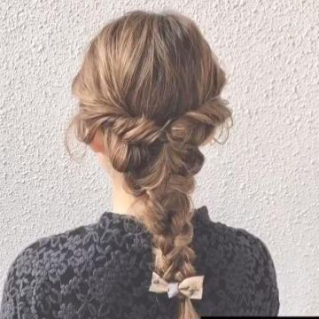 配上蝴蝶結髮飾!4步日系馬尾編髮教學