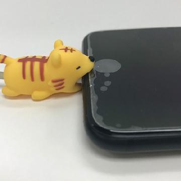 咬住電話唔放!日本得意動物充電線配飾