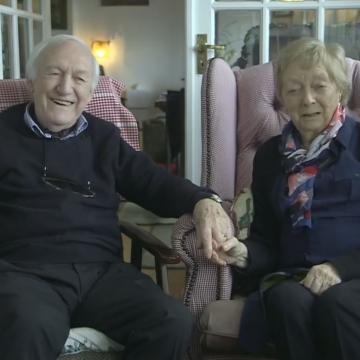 承諾餘生當失明妻雙眼! 84歲愛爾蘭伯伯為愛妻「從零開始學化妝」